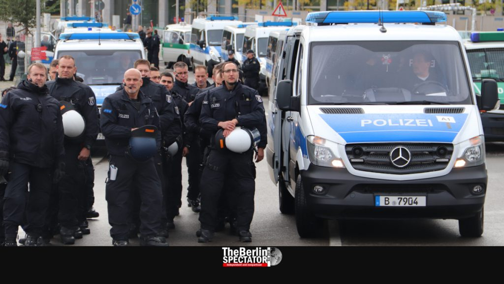 Dozens of Berlin police officers are waiting for an operation.
