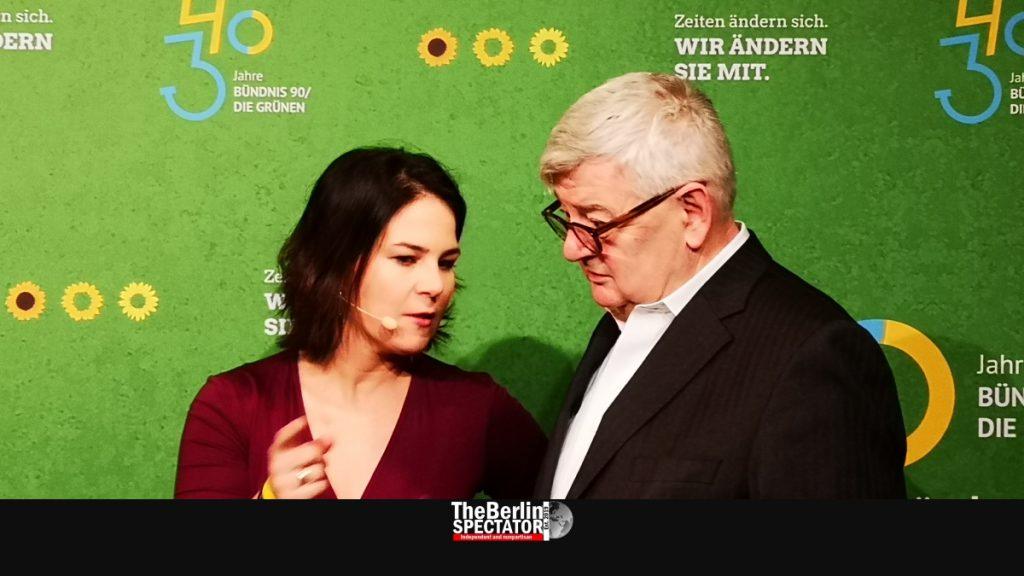 Today's Green party leader Annalena Baerbock is talking to Joschka Fischer, one of her predecessors.