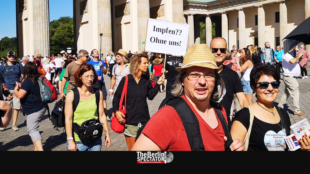 Berlin: Corona Deniers and Right-Wingers Team Up for Protest