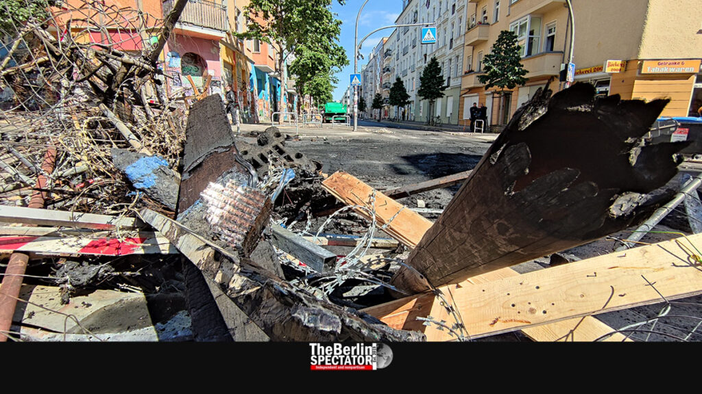 Berlin: 'Rigaer Strasse' Looks Like War Zone After Attacks Against Police